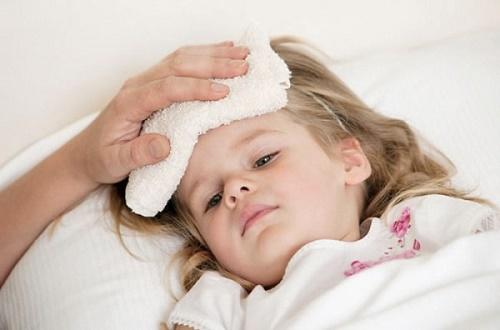 Trẻ bị sốt thì xử lý như thế nào?
