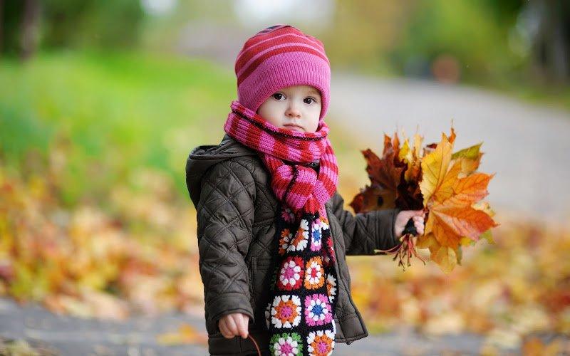 Mẹ nên giữ ấm cơ thể cho trẻ để tránh xa bệnh cho trẻ