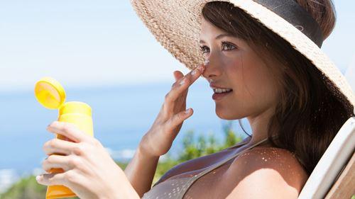 Bôi kem chống nắng là cách ngăn ngừa nám hiệu quả