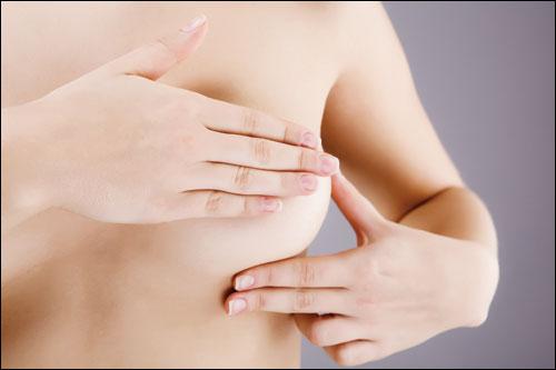 Mát xa ngực giúp ngực săn chắc hơn