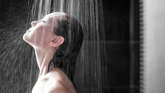 Tắm đêm gây nguy hiểm cho cơ thể