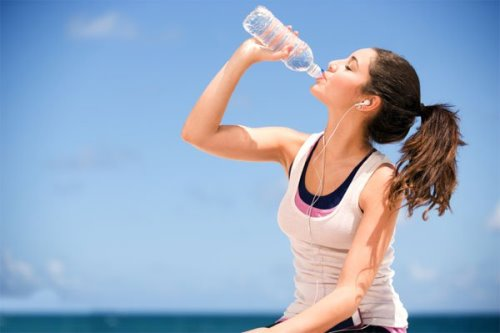 Uống đủ nước tốt cho vòng 1