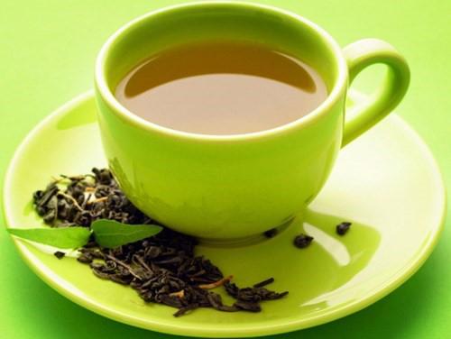 Uống thuốc bằng nước trà