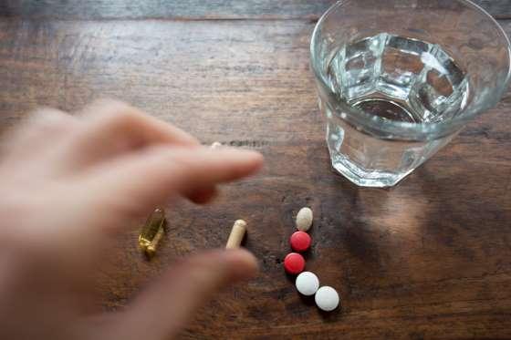 Nên sử dụng thuốc kháng sinh theo chỉ dẫn của bác sĩ