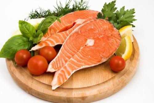 Ăn nhiều cá nhất là cá hồi sẽ giúp làn da bạn giảm thiểu nếp nhăn hiệu quả