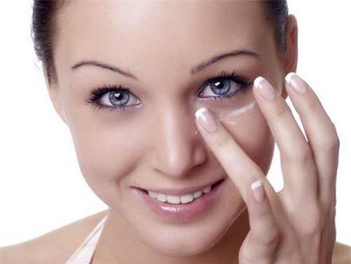Bí quyết xóa tan nếp nhăn vùng mắt cho phụ nữ