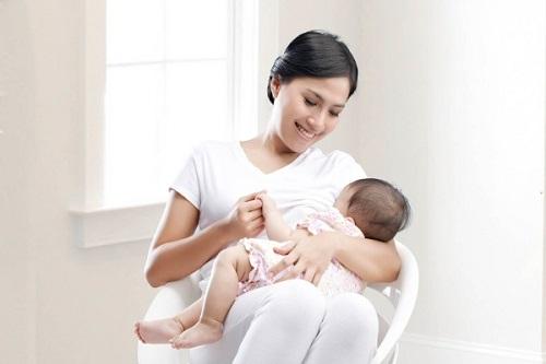Giảm cân sau sinh nhờ nuôi con bằng sữa mẹ