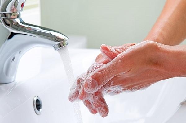 Thường xuyên rửa tay bằng xà phòng diệt khuẩn