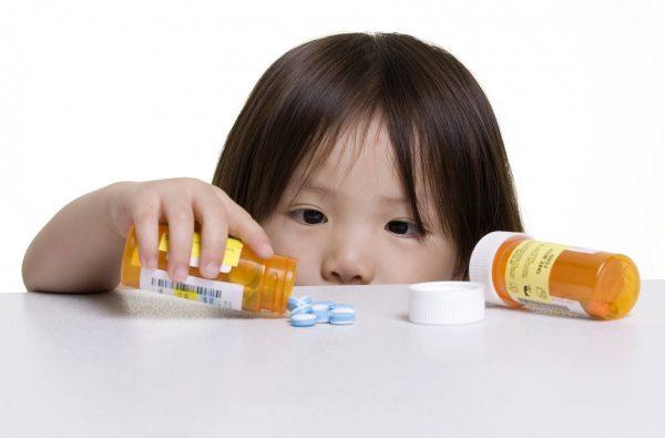 Trẻ bị tiêu chảy do uống thuốc kháng sinh